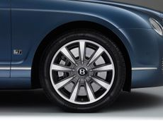 Bentley Continental Flying Spur saloon
