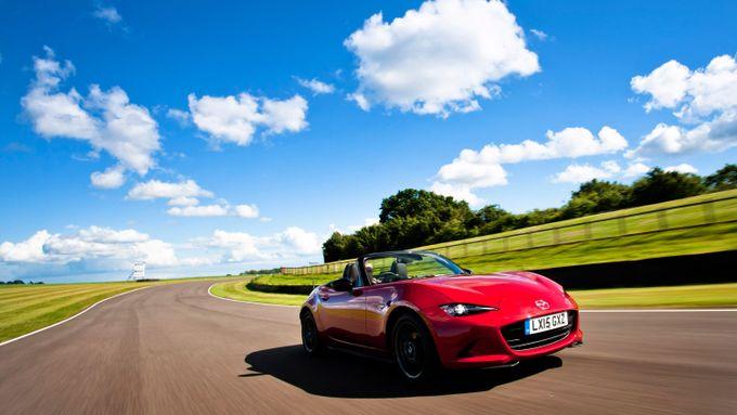 2015 Mazda MX-5 2.0 Sport Nav front track