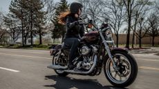 Harley-Davidson Sportster Custom Cruiser 883 (1998 - ) review