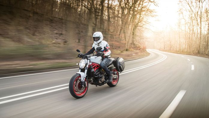 Ducati Monster 821 Naked (2014 - ) review