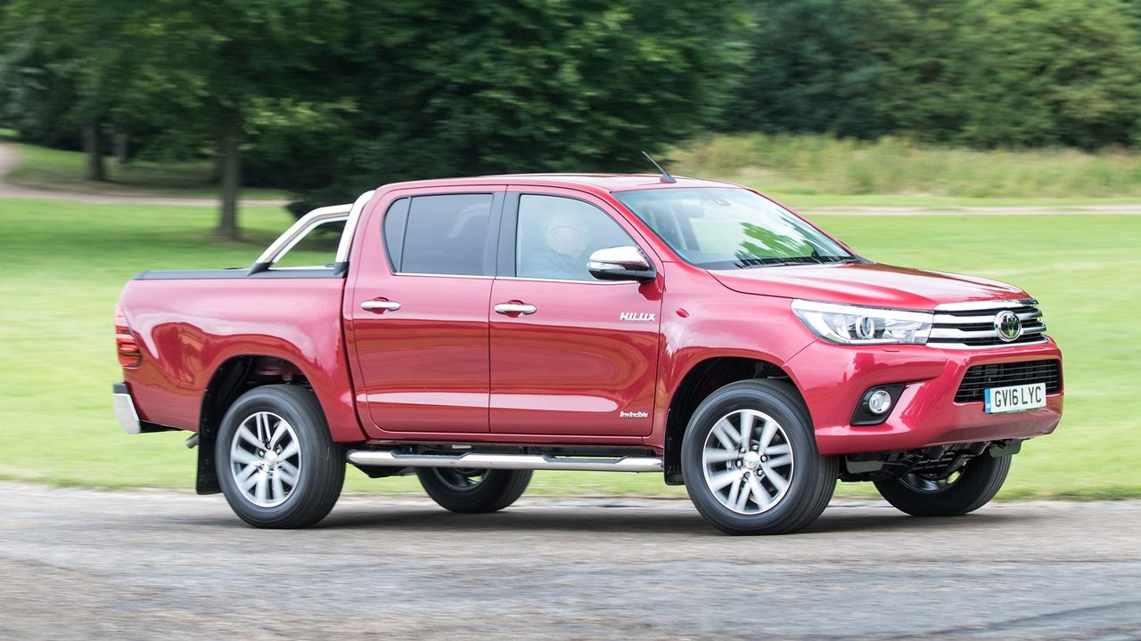 toyota hilux pickup 2015 mk8 review auto trader uk. Black Bedroom Furniture Sets. Home Design Ideas