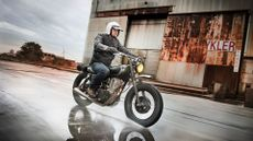Yamaha SR400 Naked (2013 - ) review