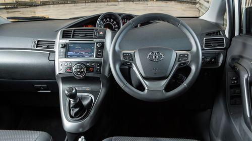 2013 Toyota Verso interior