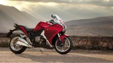 Picture of Honda VFR1200F Tourer (2014 - ) review