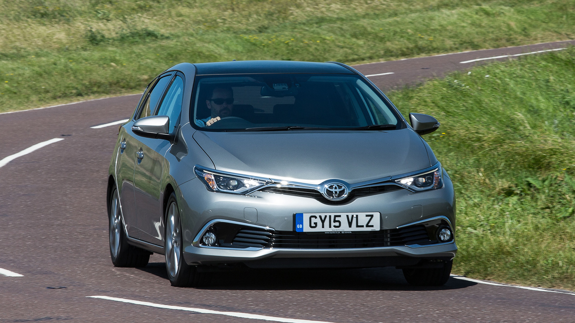 Toyota Auris Hatchback (2015 - ) review